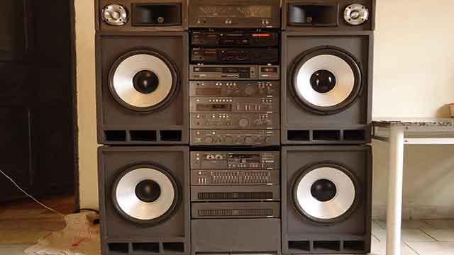 كيف يعمل مكبر الصوت أو مضخم الصوت