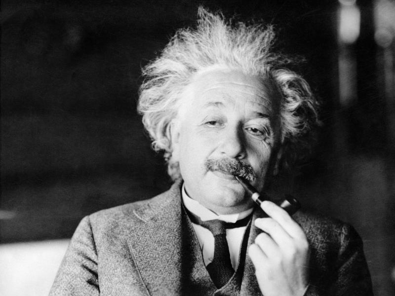 لماذا لم يُمنح أينشتاين جائزة نوبل عن النظرية النسبية؟ بينما منح الجائزة على ظاهرة التأثير الكهروضوئي