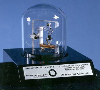 نموذج لأول ترانزيستور، 1947