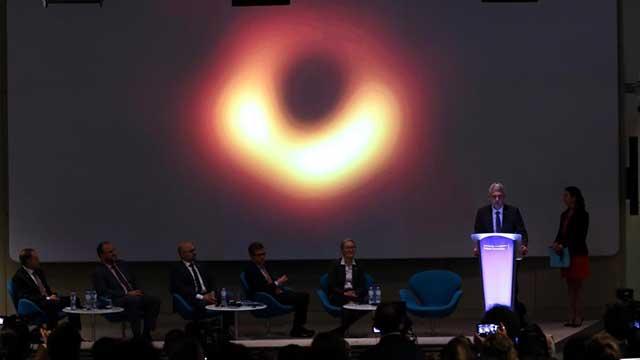 أول صورة حقيقية لثقب أسود في تاريخ البشرية