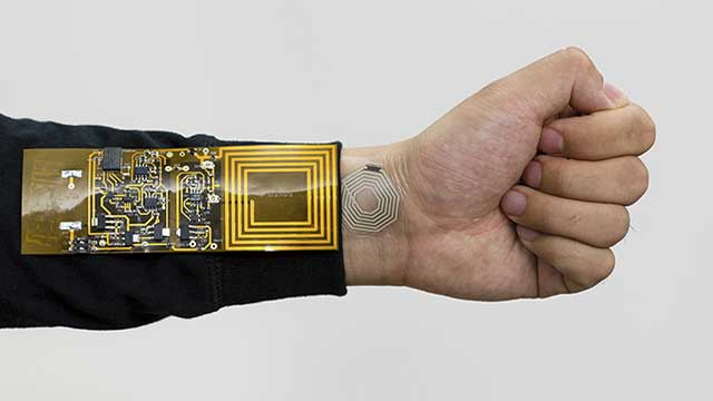 تطوير لاصق إلكتروني يشبه الجلد يرصد العمليات الحيوية البشرية لاسلكيا